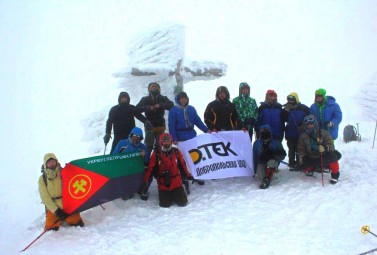 Through the storm and the wind. DTEK enrichers conquered the highest point of Ukraine