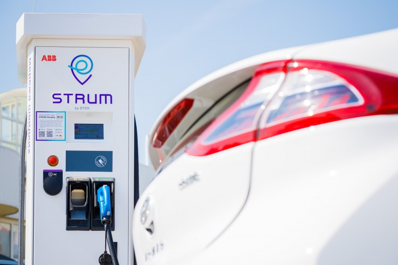 DTEK connects Kyiv and Lviv with network of five high-speed EV charging stations